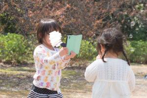 写真を撮る女の子(Nikon D5500)