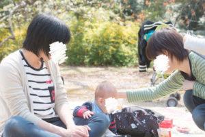 赤ちゃんを撫でる(Nikon D5500)