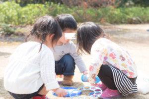 しゃぼん玉に集まる子どもたち(Nikon D5500)