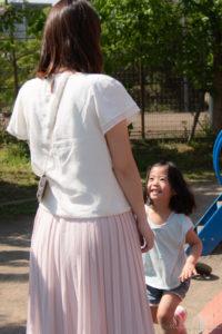 出張撮影:母へ走る娘(Nikon D5500)