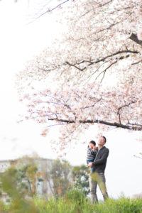 桜の下の父娘2(Nikon D5500)