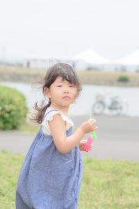 ふりかえるShico(Nikon D5500)
