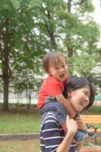 ママの肩車(D5500)