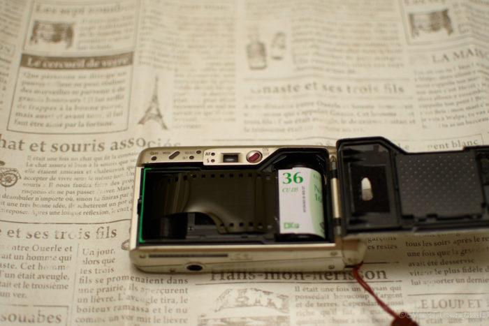 R10のフィルム装填②