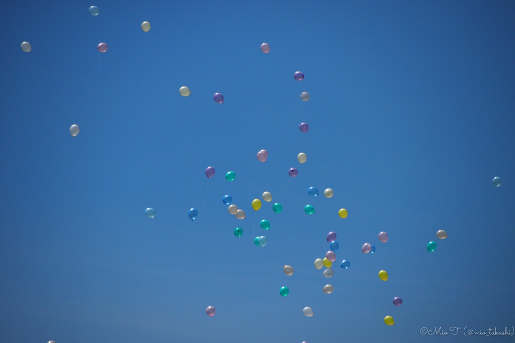 青空に風船(PEN E-PL3)